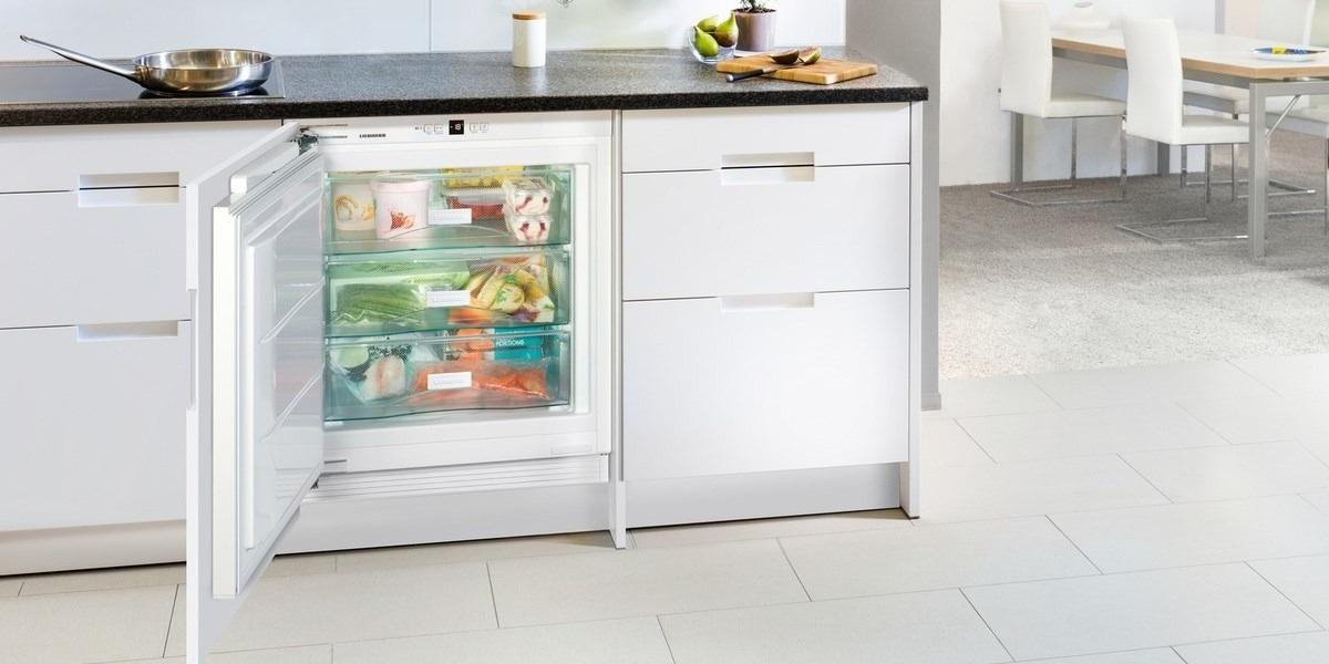 кухни с маленькими холодильниками фото